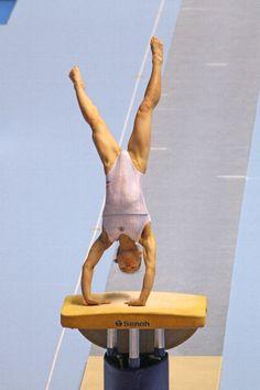 Gymnastics Videos, Gymnastics Pictures, Gymnastics Girls, Dress Yoga Pants, Athletic Girls, Dynamic Poses, Winona Ryder, Leotards, Art Reference