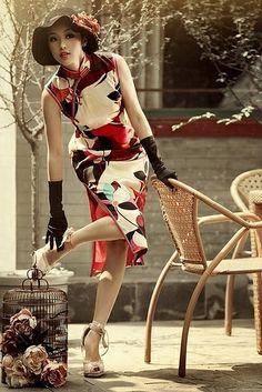 Modern China girl in modern China dress with a hat Oriental Fashion, Asian Fashion, Asian Style, Chinese Style, Boho Chique, Fashion Vestidos, Cheongsam Dress, China Girl, Up Girl