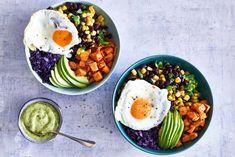 Mexicaanse bowl met avocadodressing Pork Recipes For Dinner, Mexican Dinner Recipes, Veggie Recipes, Cooking Recipes, Healthy Recipes, Brunch, Avocado Dressing, Bowls, Seafood Dinner