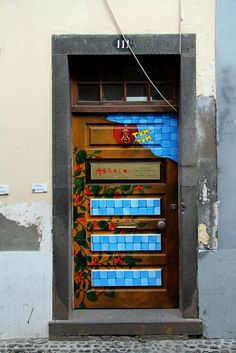 The painted doors of Old Funchal, Madeira (15) | von Big Warby