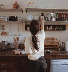 Discovered by Zahraa A. Find images and videos on We Heart It - the app to get lost in what you love. Korean Aesthetic, Aesthetic Gif, Character Aesthetic, Aesthetic Pictures, Detective Aesthetic, Beige Aesthetic, Korean Girl Photo, Girl Cooking, Ulzzang Korean Girl