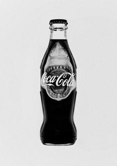 Edición especial que Coca-cola realizó para el lanzamiento de la película Tiburón   We Love Advertising