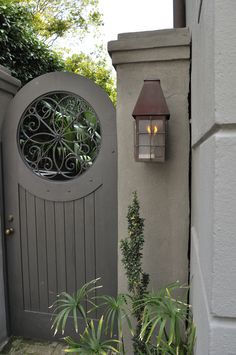 Beautiful backyard garden inspiration for your home! Creative gates for a gorgeous entryway into a yard or flower garden. Lovely tour of homes. Backyard Gates, Garden Gates And Fencing, Fence Gate, Door Gate, Side Gates, Front Gates, Garden Entrance, Garden Doors, Gate Decoration