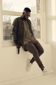 Tinie Tempah wearing Olive Bomber Jacket, Olive Crew-neck T-shirt, Olive Sweatpants, White Low Top Sneakers Smart Casual Men, Stylish Men, Men Looks, Dark Man, Urban Fashion, Mens Fashion, Fashion Moda, Tinie Tempah, Moda Blog