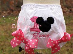 Minnie Mouse Tutu Outfit Classic hot pink dots por TicklePants