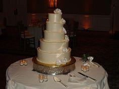 Wedding cake at Concorde Banquets in Kildeer on 3-31-12