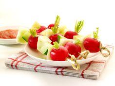 Een overheerlijke groenten met een dipsaus van tomaat, die maak je met dit recept. Smakelijk!