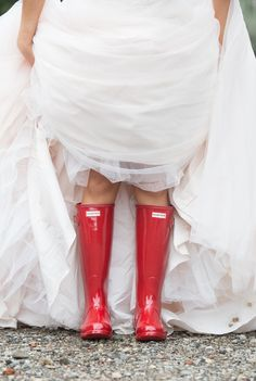 Solution to a rainy wedding day that will make great pictures!
