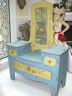 Doll dresser