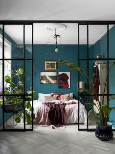 With its perfectly balanced combination of calming green and soothing blue undertones, teal just might be the IT color to use in bedrooms. Have we piqued your interest yet? Read on to discover how to pull off a bohemian teal bedroom with confidence. Room Ideas Bedroom, Small Room Bedroom, Home Decor Bedroom, Bedroom Wall, Small Rooms, Living Room And Bedroom In One, Small Space, Cool Bedroom Ideas, Teal Master Bedroom