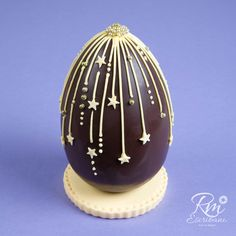 Chocolate Work, Easter Chocolate, Chocolate Molds, Chocolate Lovers, No Egg Desserts, Cupcake Shops, Easter Projects, Chocolate Decorations, Little Cakes