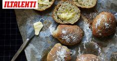 Yön yli jääkaapissa kohoavat helpot sämpylät Pretzel Bites, Bread Recipes, Muffin, Good Food, Breakfast, Morning Coffee, Cupcakes, Muffins