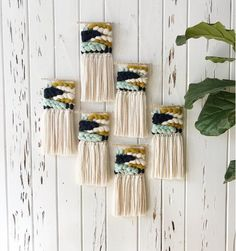 Mini Weaving in Chartreuse - Idéias de bordado - Weaving Wall Hanging, Weaving Art, Tapestry Weaving, Loom Weaving, Hand Weaving, Teal Tapestry, Weaving Projects, Weaving Techniques, Crafty Craft