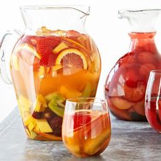 Tropical White Sangria + More. just the Sangria! Party Drinks, Cocktail Drinks, Fun Drinks, Cocktail Recipes, Alcoholic Drinks, Beverages, Sangria Bar, Champagne Sangria, White Wine Sangria