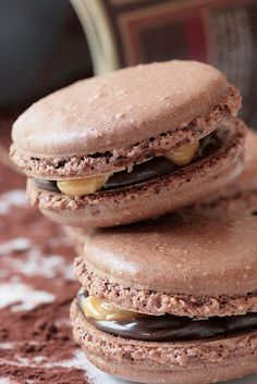Snickers Macarons-Copyright©Tartelette 2008