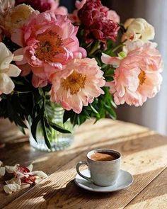 t coffee time, morning coffee, love flowers, beautiful flowers Good Morning Coffee, Coffee Break, Sunday Coffee, Coffee Cafe, Coffee Drinks, Cappuccino Coffee, Starbucks Coffee, Coffee Shop, Love Flowers