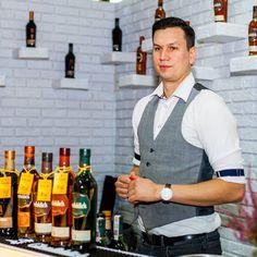 Nie tylko czysta whisky ale też koktajle serwowane przez najlepszych baranów  . . #whisky #whiskey #singlemaltwhisky #whiskyporn #dram #instawhisky #scotch #whiskytime #viski #singlemalt #scotchwhisky #passion #event #fest #festiwal #whiskylive #warsaw #warszawa #sopot #bar #bartender #cocktail #alko #liquor #vodka #gin #rum