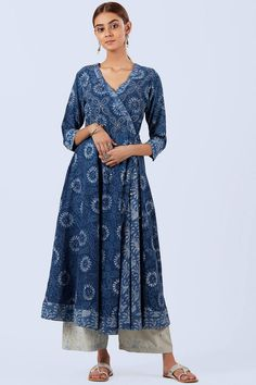 Deviate from the ordinary in our Anarkali Nur Feriha Kurta. Available in a stunning indigo print, a classic combination of a geometrical print and a soothing floral print adorns this Angrakha side-tie styled Kurta. It is highlighted by intricate thread an Pakistani Fashion Casual, Pakistani Outfits, Indian Outfits, Indian Fashion, Indian Dresses, Plain Kurti Designs, Simple Kurti Designs, Kurti Neck Designs, Angrakha Style