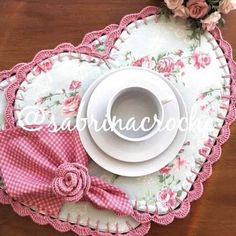 Sewing Crafts, Sewing Projects, Projects To Try, Patch Quilt, Wool Applique, Mug Rugs, Fabric Scraps, Diy And Crafts, Valentines