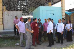 Sesuai rencana Komisi II DPRD Sumbawa, Rabu (25/5) melakukan peninjauan sekaligus investigasi terhadap pengerjaan proyek pembangunan pasar Empang