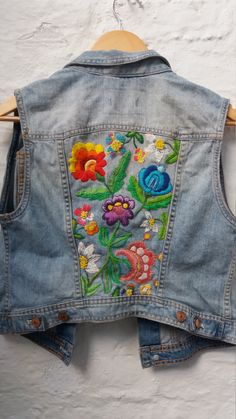 UpCycled Vintage Denim Waistcoat/jacket/vest With Floral Hand Embroidered Design Size boho festival style - Embellished Jeans, Embroidered Clothes, Embroidered Jacket, Upcycled Vintage, Vintage Denim, Festival Stil, Denim Waistcoat, Jean Délavé, Boho Festival Fashion