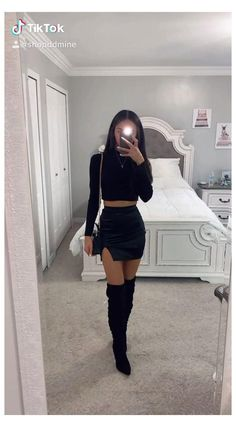 Glamouröse Outfits, Cute Casual Outfits, Pretty Outfits, Stylish Outfits, Cute Outfits For Parties, Casual Clubbing Outfits, Mini Skirt Outfits, Night Outfits, Winter Fashion Outfits