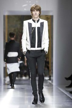 Discover NOWFASHION, the first real time fashion photography magazine to publish exclusive live fashion shows. Get to see the latest fashion runways in streaming! Runway Fashion, Mens Fashion, Paris Fashion, Fashion Trends, Live Fashion, Fashion Show, Balmain Men, Balmain Paris, Christophe Decarnin
