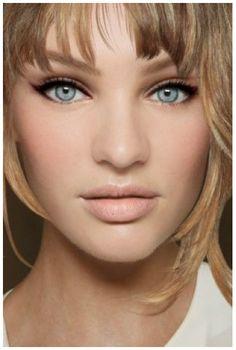 Natural Eye Makeup for Prom | Faviana Fashion Blog - Fashion and ... #EyelinerTutorial Eyeliner Hacks, Eyeliner Styles, Best Eyeliner, How To Apply Eyeliner, Eyeliner Brands, Simple Eyeliner, Perfect Eyeliner, Prom Eye Makeup, Cat Eye Makeup