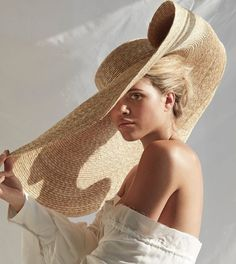 Hat, $450 at jacquemus.com - Wheretoget Portrait Photography, Fashion Photography, Mode Editorials, Jacquemus, Sofia Richie, Summer Accessories, Mode Vintage, Girl With Hat, Summer Hats