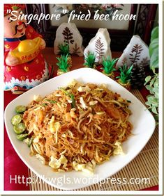 INTRODUCTION Xingzhou or 星洲 in the short form and old name for Singapore . Xingzhou Fried Bee Hoon literally translated as Singapore fried rice vermicelli. Hmmm, this dish is so common overseas an… Noodle Recipes, Rice Recipes, Gourmet Recipes, Asian Recipes, Cooking Recipes, Singapore Food, Vermicelli Recipes, Rice Vermicelli