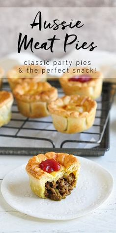 Aussie Meat Pies Nothing is more Australian than an Aussie Meat Pie, and these party pies are a must at any party. An easy meat pie recipe using minced beef. Easy Meat Pie Recipe, Meat Recipes, Cooking Recipes, Party Pie Recipe, Mini Pie Recipes, Meatloaf Recipes, Cake Recipes, Recipies, Australian Meat Pie
