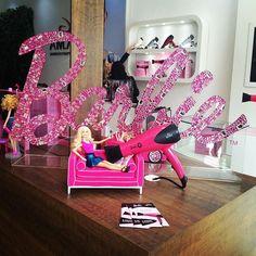 Conhecendo uma super novidade da #GAMA: secador da  #Barbie! Tem mais lá no  #Snapchat (angeliica.com)!