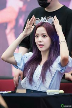 Who is Jisoo from Blackpink? Korean singer Jisoo is one of the lead singers in K-Pop band, Blackpink. The became a YG Ent. Blackpink Jisoo, Kpop Girl Groups, Korean Girl Groups, Kpop Girls, Kim Jennie, Forever Young, Yg Entertainment, Purple Hair, Hottest Photos