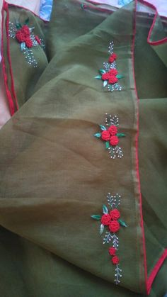 Handmade Embroidery Designs, Saree Embroidery Design, Zardozi Embroidery, Embroidery Neck Designs, Hand Embroidery Videos, Embroidery Flowers Pattern, Hand Embroidery Stitches, Mirror Blouse Design, Zardosi Work