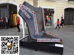 Zapatos convertidos en Esculturas de Arte en la calle Serrano de Madrid en España ¿Cual te gusta más?