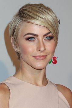 30 Short Straight Hairstyles and Haircuts for Stylish Girls Julianne Hough short hairstyle for straight thick hair Short Blonde Haircuts, Girls Short Haircuts, Short Hairstyles For Women, Straight Hairstyles, Blonde Hairstyles, Bob Haircuts, Easy Hairstyles, Latest Hairstyles, Blonde Pixie Haircut