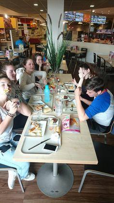 Dernier repas avant l'arrivée à Châtenay-Malabry Le Mans, Four Square, Last Supper, Cornwall, City, Travel