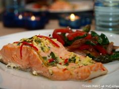Laks som smaker mat Seafood Recipes, Cooking Recipes, Wok, Sushi, Spicy, Turkey, Chicken, Meat, Ethnic Recipes