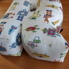 Quando cada detalhe nos encanta!!!💕💕💕 Almofadas letra são super decorativas, a criançada ama brincar e se divertir com as letrinhas do próprio!!!  🔤  #pontinhosdeminas #almofadaletra #almofada3d #almofada #letra #pillow #letter #robot