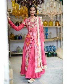 Super How To Wear Dress With Boots Jackets 31 Ideas Lehenga Designs, Kurta Designs, Blouse Designs, Western Dresses, Indian Dresses, Indian Outfits, Punjabi Fashion, Indian Fashion, Pakistani Party Wear