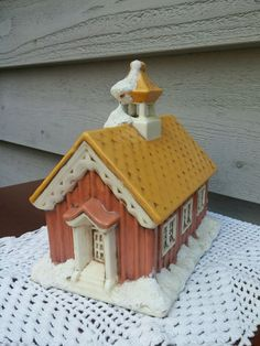 Vintage Ceramic Schoolhouse 1979 Byron Molds Christmas