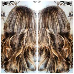 Acorn Natural Brown Hair With Cream Soda Blonde Highlights #blondehighlights #brownhairwithblondehighlights #beigeblonde #beigeblondehighlights