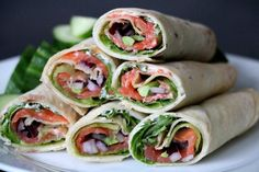 Lompewrap med laks og avokado - LINDASTUHAUG Iced Tea, Fresh Rolls, Smoothies, Food And Drink, Ethnic Recipes, Smoothie, Ice T, Sweet Tea, Smoothie Packs