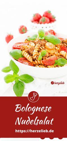 Nudel Rezepte, Nudelsalat Rezepte: Nudelsalat Bolognese Rezept von herzelieb. Ein tolles Mittagessen oder Abendbrot und super zum Mitnehmen ins Büro . Es gibt viele tolle Salat Rezepte, dieser Nudelsalat mit Hackfleisch und Tomate ist genial einfach und lecker!  Nudelsalat ohne Mayo. #herzelieb #nudelsalat #nudeln #salat #hackfleisch Super, Pasta Recipes, Noodles, Grill, Foodblogger, Vegetables, Catering, Meat, Minced Beef Recipes