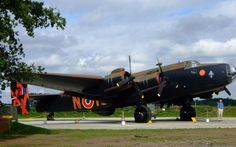 Discover Yorkshire Air Museum in York, England: This aircraft museum is home to one of just three Halifax bombers in the world. Aircraft Photos, Ww2 Aircraft, Military Aircraft, Ww2 Pictures, Historical Pictures, Air Force Memorial, Blackburn Buccaneer, Handley Page Halifax, Free In French