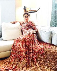 Kareena Kapoor Khan strikes a royal pose!