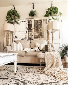 35 Gorgeous Shabby Chic Living Room Design And Decor Ideas - Living Room Furniture Farmhouse Lamps, Shabby Chic Farmhouse, Shabby Chic Homes, Vintage Farmhouse, Modern Farmhouse, Shabby Vintage, Farmhouse Ideas, Country Farmhouse, Country Decor