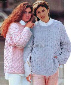 Два женских пуловера спицами. Оригинальный узор