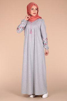 Hijab Gown, Hijab Evening Dress, Hijab Style Dress, Hijab Outfit, Modern Hijab Fashion, Abaya Fashion, Muslim Fashion, Fashion Outfits, Mode Abaya