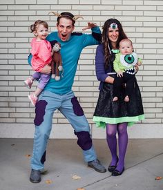 Monsters Inc - Funny and unique DIY family with a toddler and a baby Halloween costume idea. Homemade Sully, Boo, Mike Wazowski, and Celia Mae costume idea. Amazing Halloween Costumes, Cute Costumes, Creative Halloween Costumes, Couple Halloween, Halloween Outfits, Baby Halloween, Halloween Ideas, Halloween Games, Disney Halloween